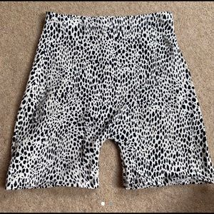 ISO BRANDY MELVILLE BLACK & WHITE GRIFFIN SHORTS